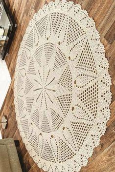 Crochet Tablecloth Pattern, Crochet Doily Rug, Crochet Rug Patterns, Crochet Books, Crochet Round, Filet Crochet, Crochet Designs, Hand Crochet, Diy Crafts Rugs