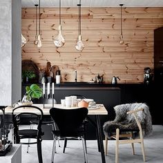 23 Cosy Home Decor To Inspire and Copy - Home Decoration Experts Modern Interior, Home Interior Design, Interior Architecture, Cosy Home Decor, Modern Wooden House, Piece A Vivre, Glass House, Rustic Interiors, Beautiful Interiors