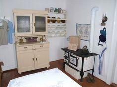 Summer Kitchen, Kitchen Styling, Halloween, Living Spaces, Kitchen Cabinets, Design Inspiration, Storage, Furniture, Home Decor
