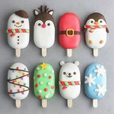 Christmas cake popsicles by Christmas Cake Pops, Christmas Desserts, Christmas Treats, Disney Christmas, Family Christmas, Merry Christmas, Cute Polymer Clay, Cute Clay, Plat Halloween