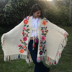 Image result for ruanas bordadas Mexican Embroidery, Embroidery Patterns, Crochet Patterns, Poncho Outfit, Diy Clothes, Clothes For Women, Clothing Patterns, Handicraft, Dress Making