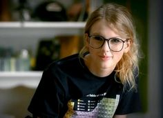 For Day 8, we have 13 words that describe Taylor Swift. Description from everygirle.blogspot.com. I searched for this on bing.com/images
