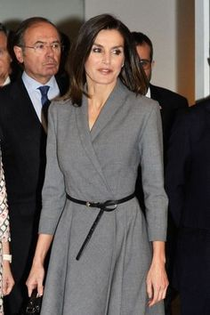 3 December 2018 - King Felipe and Queen Letizia attend the opening ceremony of 'The Poetics of Democracy: Images and Counter-Images from the Spanish Transition' exhibition at the Reina Sofia Museum in Madrid - shoes by Prada, bag by Hugo Boss Fall Dresses, Evening Dresses, Dresses For Work, Style Couture, Haute Couture Fashion, Meghan Markle Dress, Royal Dresses, Power Dressing, Queen Letizia