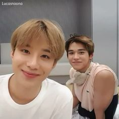 Awwwww que lindos? [Video] in 2020 Nct 127 Mark, Mark Nct, Lucas Nct, Jaehyun Nct, Videos Chinos, Grupo Nct, Sehun, Kpop Gifs, Kim Jung Woo