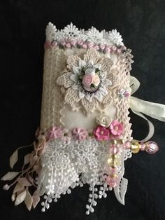 Needle case. I just love the detail on this!  Maybe on a pillow, or a lampshade, or a book cover?