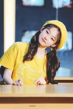 These 7 idols rock a yellow beret and look like the most adorable spring chickens. Kpop Girl Groups, Korean Girl Groups, Kpop Girls, Just Girl Things, Kpop Aesthetic, Picture Poses, Ulzzang Girl, K Idols, Korean Beauty