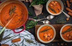 Sopa de tomate asado con albahaca Tomato Soup Recipes, Red Tomato, Best Oils, Roasted Tomatoes, Balsamic Vinegar, Fresh Herbs, Vegan Vegetarian, Thai Red Curry, Basil