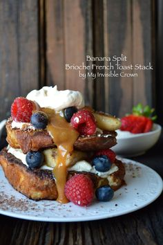 Banana Split Brioche French Toast Stack…yes…you have died and gone to Heaven. Well, food Heaven anyway. Or I have since I ate (as taste tester of course) the entire loaf of brioche. Brunch Recipes, Breakfast Recipes, Brunch Ideas, Breakfast Ideas, Sunday Breakfast, Homemade French Toast, Brioche Recipe, Brioche Bread, Brioche French Toast