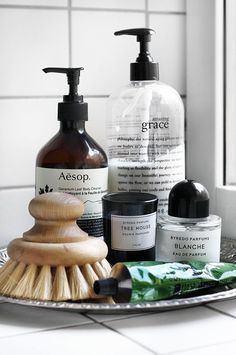 Maison – Projekt: Badezimmer aufhübschen Amazing Grace body lotion is the most heavenly scent :: cli Nat Et Nature, Casa Retro, Sweet Home, Bad Styling, Chic Bathrooms, Bathroom Styling, Kitchen Styling, Bathroom Inspiration, Bathroom Ideas