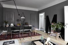 my scandinavian home: Dramatic dark greys in a Swedish apartment