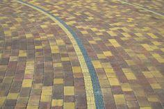 Projekt z wykorzystaniem kostki dekoracyjnej R1 w kolorze Złota Jesień A1.  #kostbet #kostka #kamien #ogrod