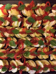 Συνταγές από την Anastasia Flowerbird: Λαχανικά στο φούρνο με μοτσαρέλα και βασιλικό