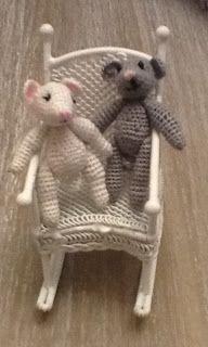 Zelf gemaakt twee lieve kleine muisjes van 5 cm
