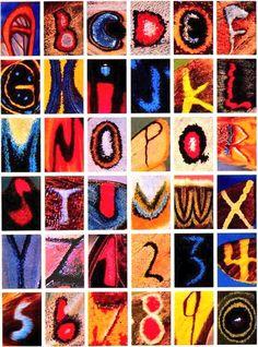 【蝶のアルファベット】蝶の羽模様からアルファベットと数字に見える部分を抜き出し集めたノルウェー人写真家Kjell Bloch Sandvedさんの作品。1960年代から24年もの歳月をかけて集めたそうです。
