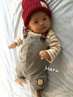 ばぁばが買ってくれたお洋服で秋コーデ。 Haruにはまだニット帽が大きすぎるー(><) ずっとぐずっ