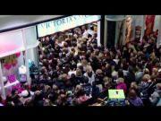 Huge Crowd At Victoria's Secret During Black Friday #Sale - #BlackFriday #VictoriasSecret