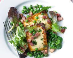 Halloumi salad with peas and pancetta