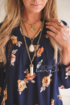 The necklace features beautiful detailed multi layers in an anti Trendy Clothes For Women, Trendy Outfits, Hippie Style, My Style, Multi Layer Necklace, Boho Look, Boutique Clothing, Boho Fashion, Boho Chic