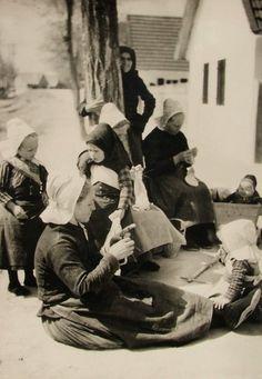 Fiatalok és idősek az utcán, 1932.
