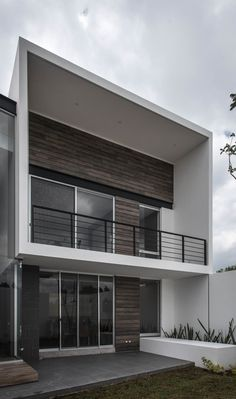 Gallery of R+P House / ADI Arquitectura y Diseño Interior - 19 House Front Design, Modern House Design, Bungalow Haus Design, Narrow House Designs, Balcony Railing Design, Design Living Room, Home Design Plans, Facade House, House Numbers