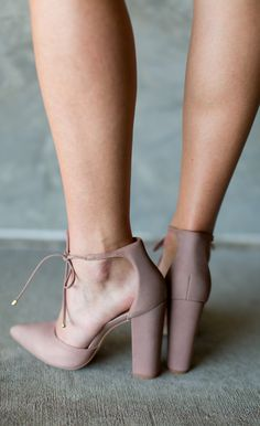 Steve Madden Pamperd Heel is the perfect pump for this fall! With this super trendy blush color and a perfect shape, this is the heel your closet has been asking for.