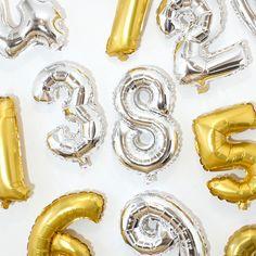 Creative decorations for the celebration of that special milestone in your life. Price DKK 7,90 / SEK 10,98 / NOK 10,58 / EUR 1,12 / ISK 233  #foilballoons #balloon #silver #gold #celebration #decoration #decor #party #milestone #birthday #anniversary #years #numbers #folieballoner #inspiration #sostrenegrene #søstrenegrene