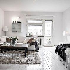 So simple yet so perfect. via @stadshem #scandinavian #homedecor #whiteliving #simplicity #livingroom