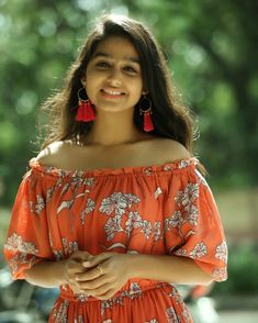 Beautiful Girl Indian, Most Beautiful Indian Actress, Cute Girl Image, Girl Number For Friendship, Fit Girls Guide, Girls Who Squat, Baby Girl Images, Girl Sday, Beautiful Bollywood Actress