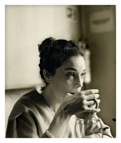 Morning cup of coffee -whiskeysoaked:        Annie Clark (St. Vincent),Óscar Villanueva