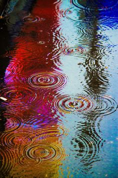 A particularly vibrant puddle in Times Square. Photo by Ben Orlansky Rainy Night, Rainy Days, Rainy Mood, Night Time, I Love Rain, Singing In The Rain, Foto Art, Rain Drops, Dew Drops