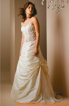 Robe princesse en taffetas et dentelle ornée de broderies robe de mariée couture