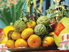 Bày mâm ngũ quả trên bàn thờ ngày Tết thế nào cho đúng Fruit, Vegetables, Chinese, Food, Meal, The Fruit, Eten, Vegetable Recipes, Meals