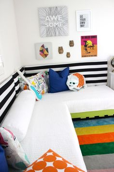 DIY Pallet Bed - perfect in this shared boys room!