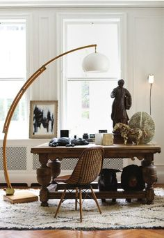 1 lámpara pie tipo arco madera