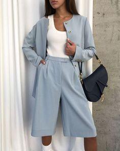 Bermuda: comment porter la pièce mode la plus tendance de la rentrée? - Grazia Suit Fashion, Fashion Pants, Look Fashion, Unique Fashion, Korean Fashion, Fashion Outfits, Womens Fashion, Fashion Mode, Mode Outfits