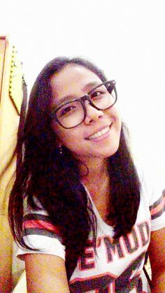 With glasses ,,, this is my style