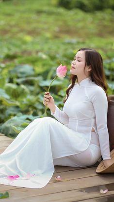 Ao Dai, Traditional Fashion, Traditional Outfits, Beautiful Asian Girls, Most Beautiful Women, Sexy Outfits, Sexy Long Dress, Transparent Dress, Oriental Fashion