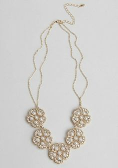 pretty floral pearl + gold statement necklace