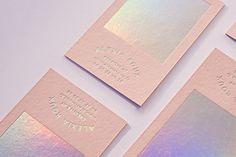 Pink & Holographic - Alexia ROUX Conception de mes cartes de visites personnelles Impression par l'Atelier Bulk a Bordeaux, papier par G.F Smith
