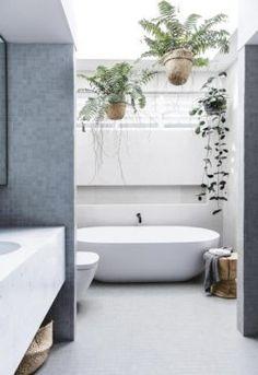 White Bathroom, Bathroom Interior, Master Bathroom, Bathroom Ideas, Small Bathrooms, Washroom, Beautiful Bathrooms, Interior Paint, Bathroom Furniture