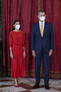 Black Clutch, Black Leather Belt, Spanish Royalty, Navy Blue Suit, Spanish Royal Family, White Face Mask, Red Gowns, Silk Gown, Killer Heels
