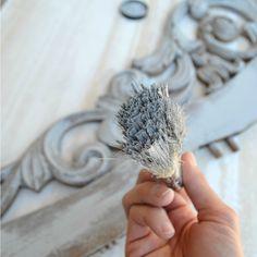 Una técnica que podrás aplicar tú mismo a fin de cambiar el aspecto de distintos elementos de tu decoración. La técnica del pincel seco.