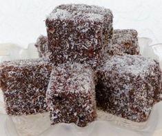 A kókuszkocka ugyan ausztrál eredetű sütemény, de mi magyarok is nagyon szeretjük. Nemcsak húsvétkor és karácsonykor, hanem az év bármely napján szívesen készítjük el ezt az egyszerű, de nagyon finom süteményt. Az alaprecepten kívül már számos variációja létezik.  Válogatásunkban biztosan találsz kedvedre valót. Hungarian Cookies, Hungarian Desserts, Hungarian Recipes, Turkish Recipes, Sweet Cookies, Cake Cookies, French Bakery, Baking And Pastry, Something Sweet