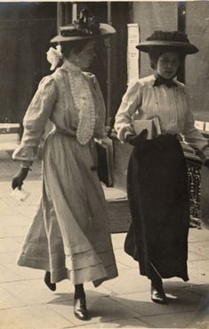 1906 photos by Edward Linley Sambourne - what Sambourne captures in his street photography, and why his pictures are of interest to historians of fashion, is a certain casual look all the young women in them have, which is quite different from the formal image of Edwardian fashion you see in many textbooks and costume dramas