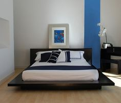 Contemporary blue bedroom. http://modern-decors.com/creating-a-contemporary-bedroom/