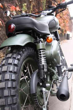Here are some examples of Royal Enfield preparations. - Royal Enfield Classic M . – Royal Enfield Classic M… Here are some examples of Royal Enfield preparations. Enfield Motorcycle, Enfield Bike, Motorcycle Style, Motorcycle Outfit, Green Motorcycle, Bobber Motorcycle, Motorcycle Engine, Bike Bmw, Bobber Chopper