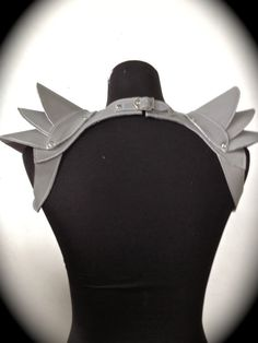 Shoulder Armor - clasp/snap behind neck (shepherd mass effect)