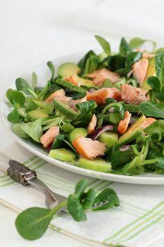 Sałatka z roszponki, awokado i wędzonego łososia Green Beans, Cantaloupe, Salad Recipes, Spinach, Salads, Food And Drink, Fruit, Vegetables, Cooking