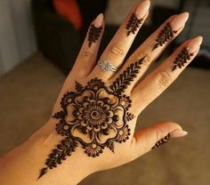 http://www.shechoice.com/wp-content/uploads/Eid-Special-Mehndi-Designs-For-Hands-2015.jpg