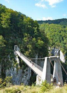 A 150m au-dessus du vide, la Passerelle d'Holzarte au Pays basque